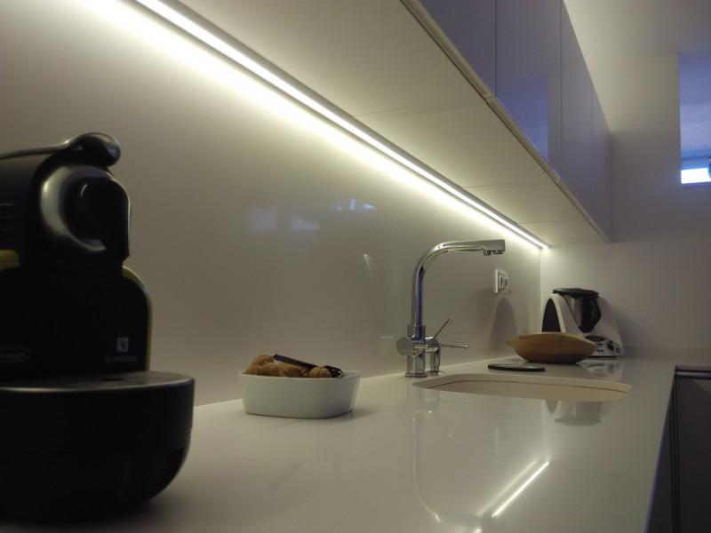 Sistemas de iluminaci n para la cocina cocimobel for Iluminacion encimera